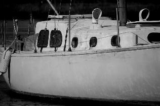 old-boat-bw.jpg